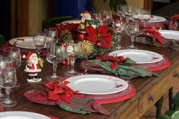 Table decorated for the Christmas supper, without people and without food