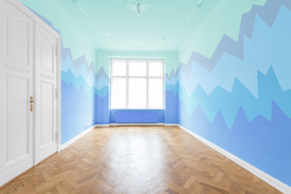 real estate interior - empty room, bue painted walls